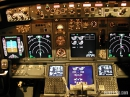 Boeing 737-800 cockpit night picture