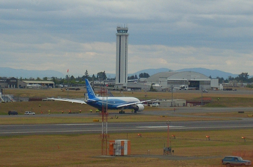 Boeing 787 Dreamliner taxi tests at Everett