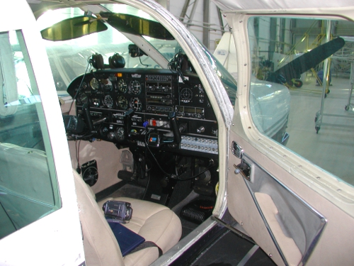 Piper Cherokee cockpit door entrance
